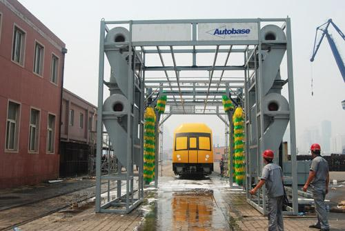Express Tunnel Car Wash Plant , Vehicle Washing Equipment Environmental Protection
