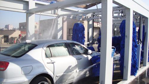 Blue Brush Tunnel Car Washing Equipment For Washing 60 - 80 Vehicles Per Hour